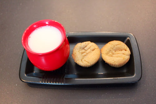 Peanut butter cookies, Omnia Stove Top Ove, Cookies and milk
